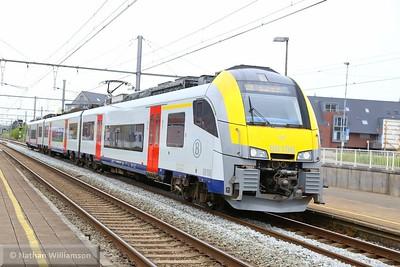 08106 arrives into Aalter, Belgium  02/05/15