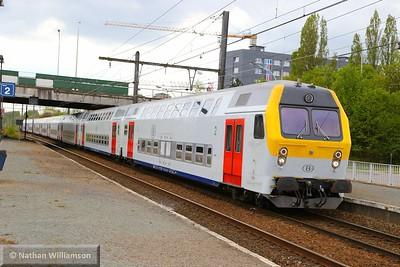 Cab Car 88-8638-016-3 passes Antwerpen Noorderdokken  27/04/15