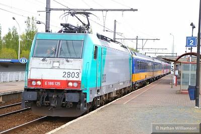 186125 passes Antwerpen Noorderdokken  27/04/15