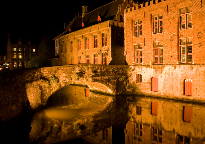 bruges by night