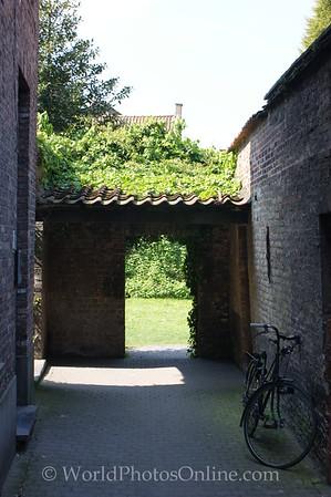 Brugge - Old cobblestone walk