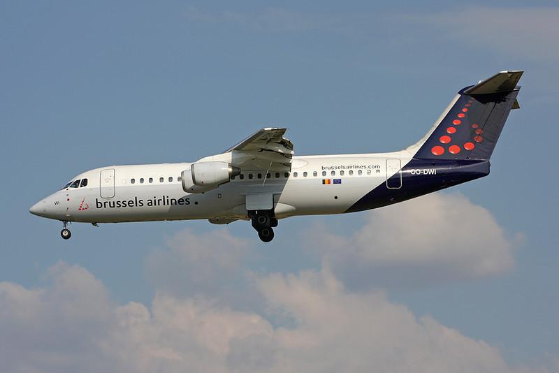 OO-DWI Avro RJ-100 c/n E3342 Brussels/EBBR/BRU 31-05-09