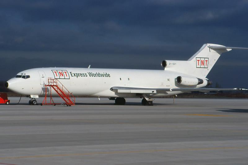 "OY-SEY Boeing 727-224F ""Sterling European"" c/n 20659 Liege/EBLG/LGG 31-01-99 ""TNT Express"" (35mm slide)"