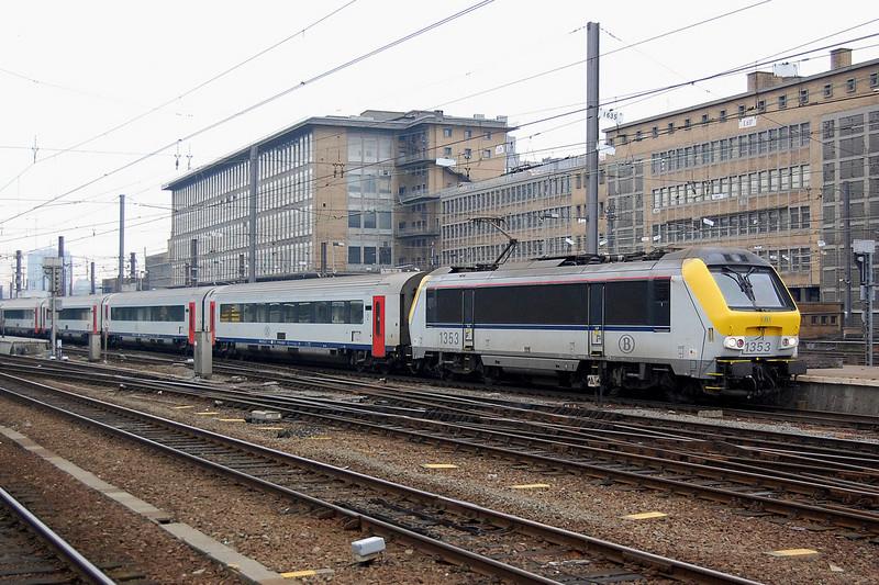 1353 at Bruxelles Midi with a rake of I11 passenger cars