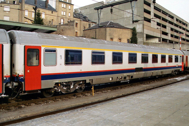 1st class car 61 88 19706 06 at Luxembourg.