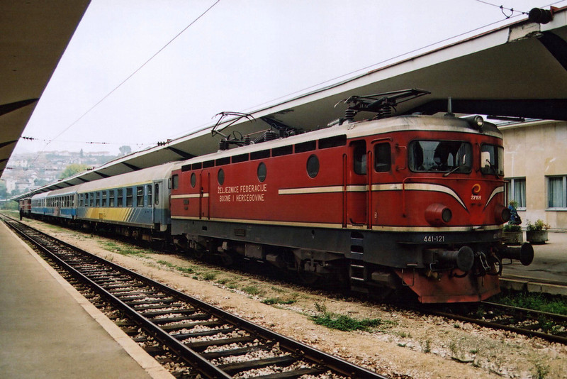 441-121 at Sarajevo with train 396 from Ploce to Zagreb on the 24th September 2005.