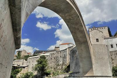 Mostar - Sous le vieux pont - Mocтap