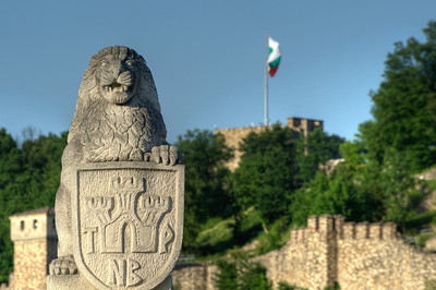 Lion statue with shield to the entrance of the Tsarevets Fortress - Veliko Tarnovo