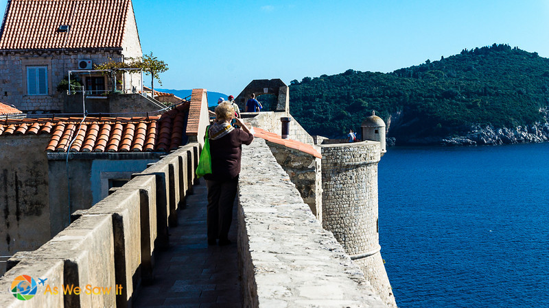 tourists walking the walls of Dubrovnik