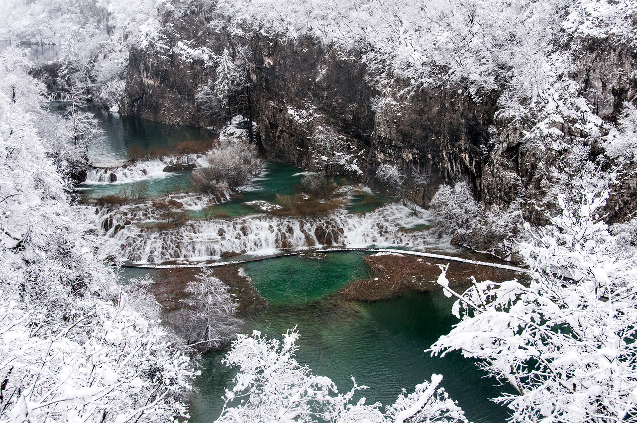 More details of the snowy lake and canopy in Plitvice National Park, Croatia