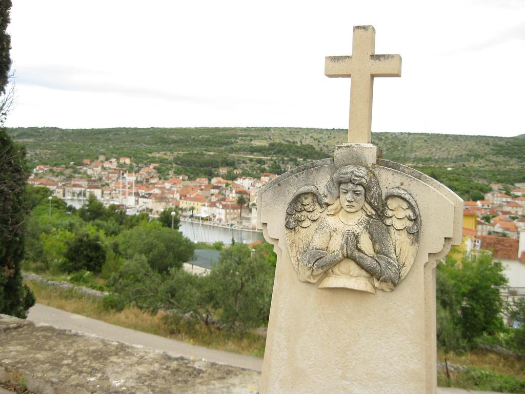 cemetery milna croatia
