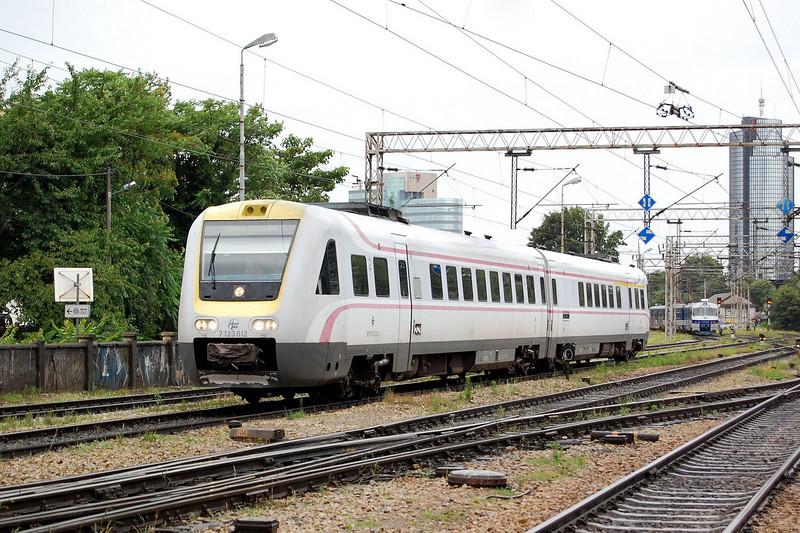 A class 7123 ICN DMU at Zagreb Glavni Kolod.