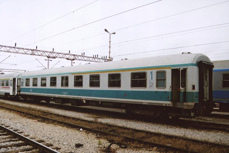 1st/2nd class car 51 79 39 10200 at Zagreb Glavni Kolod.