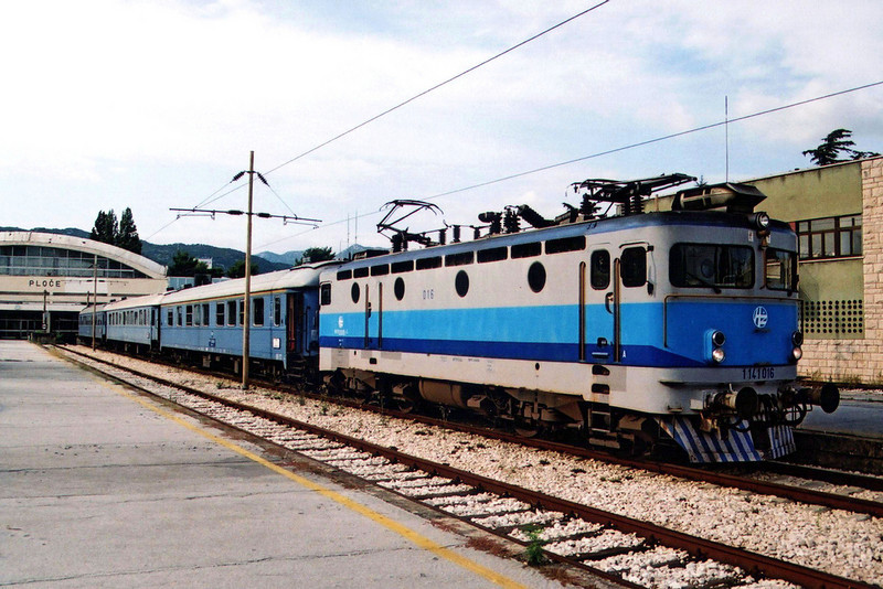 1141 016 at Ploče with train 390 to Sarajevo.