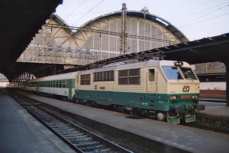 151004 at Praha hl.n on the 14th November 2004.