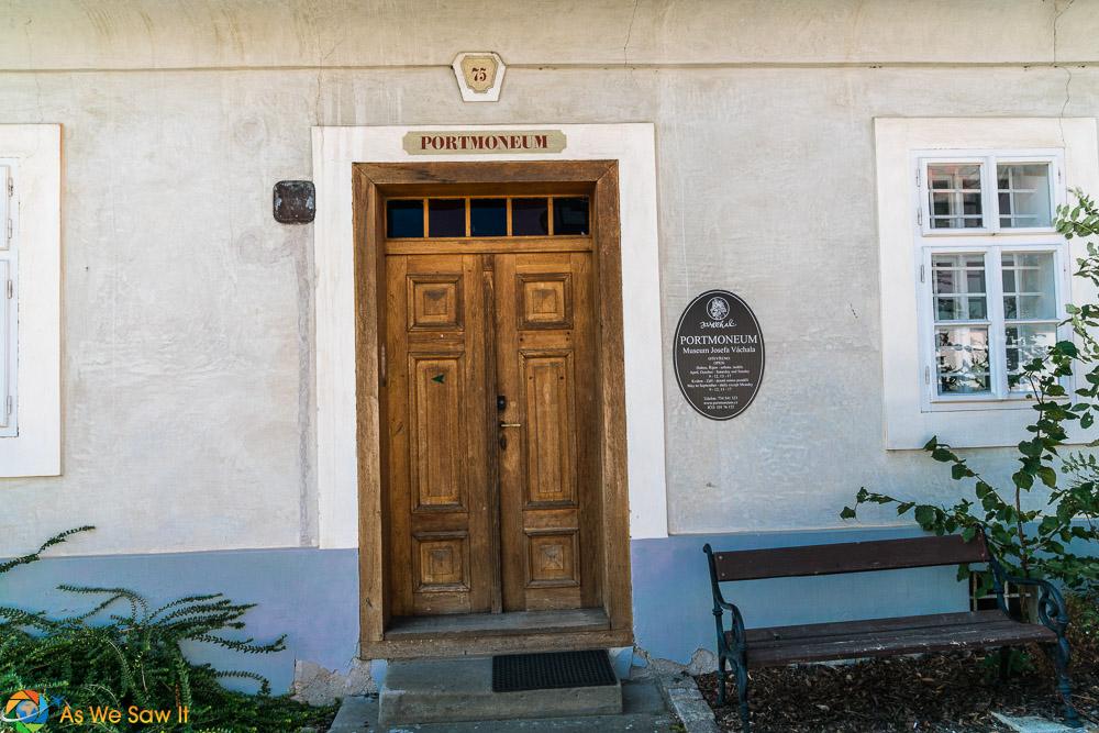 Portmoneum entrance