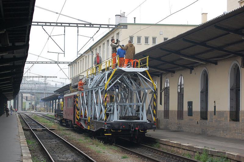 Overhead line work at Praha Masarykovo.