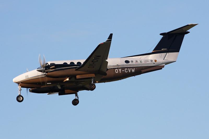 OY-CVW Beech 350 Super King Air c/n FL-569 Paris-Le Bourget/LFPB/LBG 01-10-14