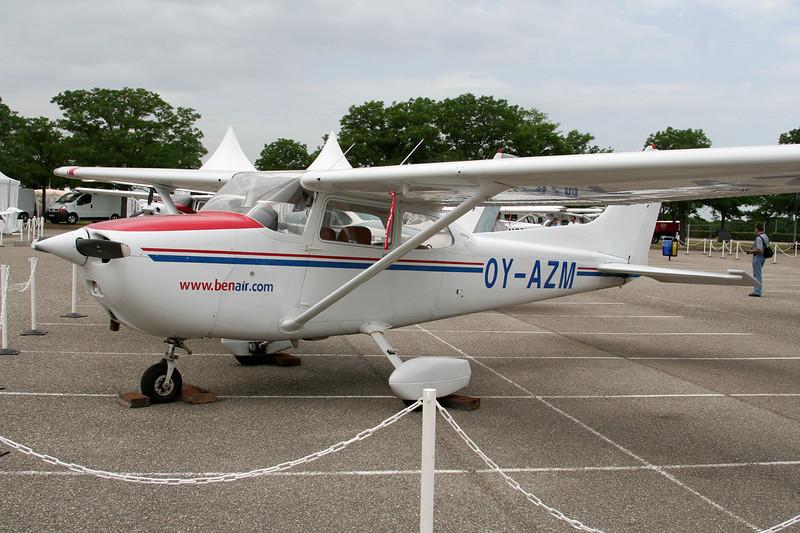 OY-AZM Reims-Cessna F.172N c/n 1718 Lyon-Bron/LFLY/LYN 17-06-06