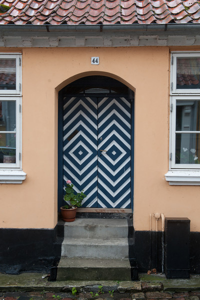 Blue and white diamond door 44, Aeroskobing