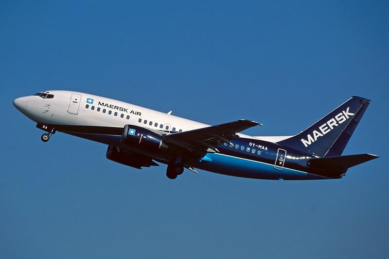 """OY-MAA Boeing 737-5L9 """"Maersk Air"""" c/n 24778 Amsterdam/EHAM/AMS 22-04-05 (35mm slide)"""