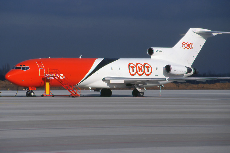 "OY-SES Boeing 727-251 ""Sterling European"" c/n 19977 Liege/EBLG/LGG 31-01-99 ""TNT Express"" (35mm slide)"
