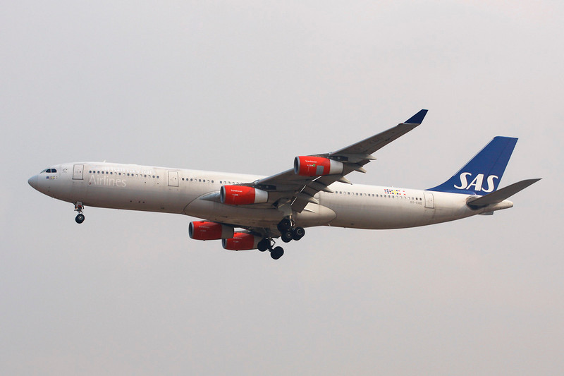 OY-KBD Airbus A340-313X c/n 470 Beijing-Capital/ZBAA/PEK 09-11-12