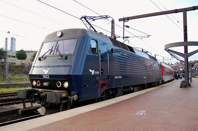 EA 3022 at Koebenhavn with a service to Munchen/Koln/Zurich.