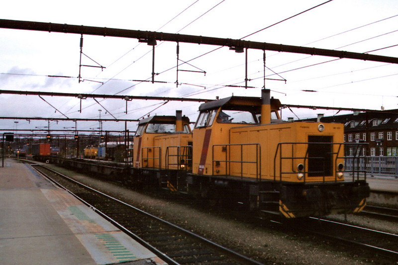 A pair of MK diesels at Fredericia on the 18th November 2004.