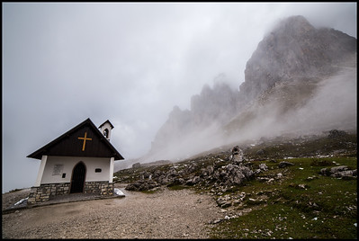 Commemorative chapel for the alpine forces on the Tre Cime di Lavaredo loop