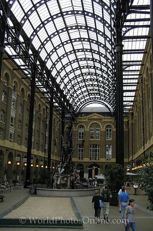 London - Hays Galleria
