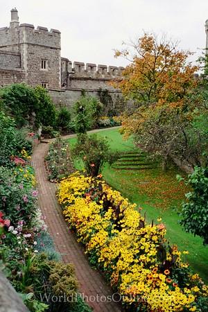 Windsor - Windsor Castle - Middle Ward - Garden 2