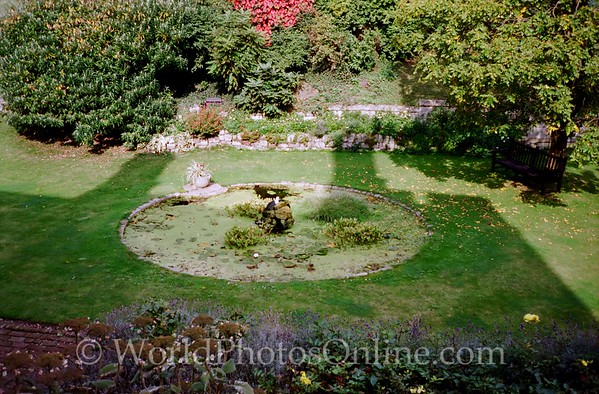Windsor - Windsor Castle - Middle Ward - Garden 1
