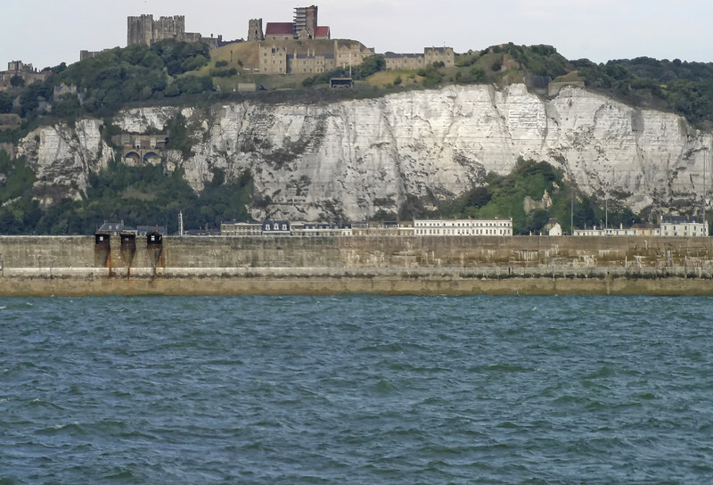 http://www.dontibbits.com/Europe/England/Dover/DoverEngland6427a/434808127_bwi2g-L-3.jpg