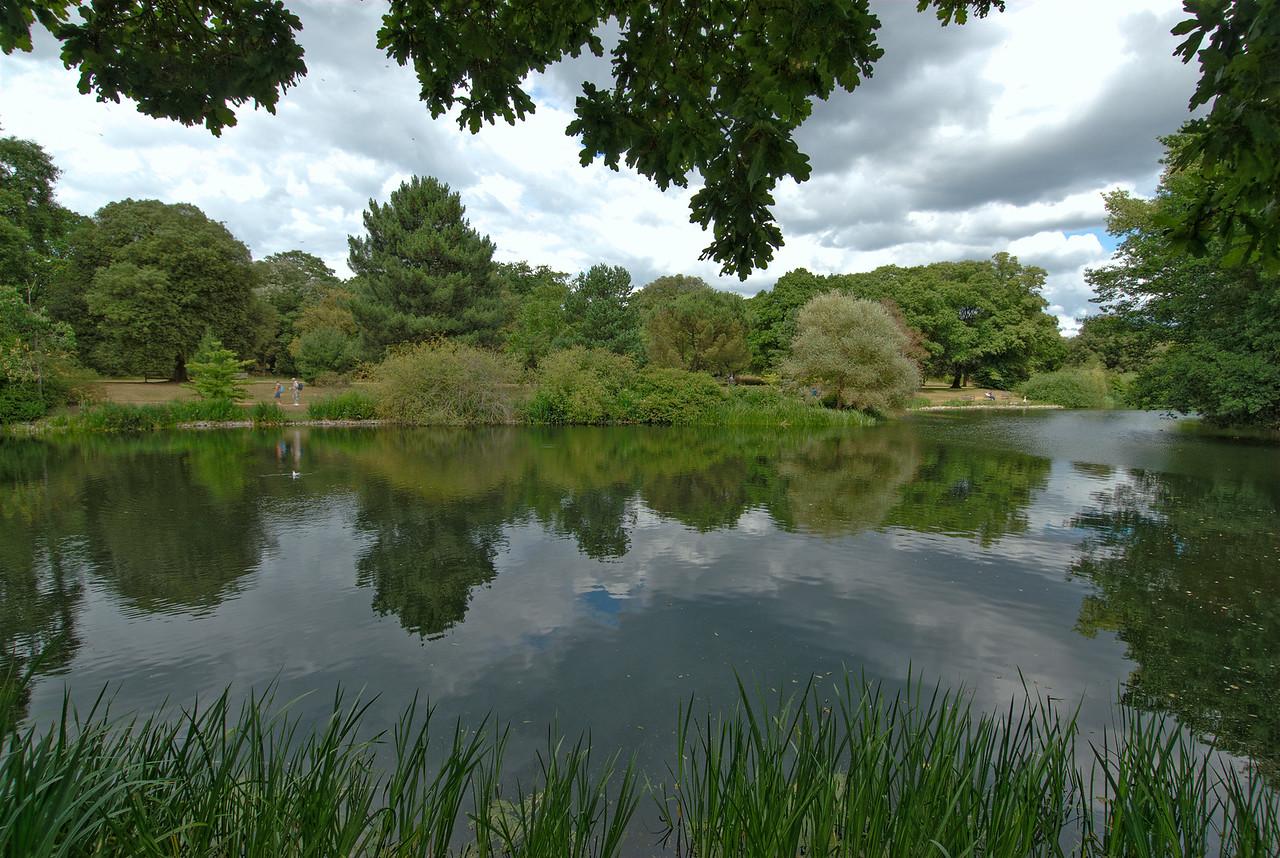 Peaceful lake at the Royal Botanical Gardens in Kew, England