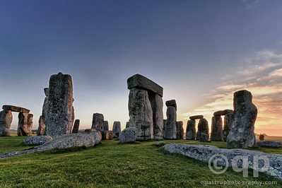 EARY MORNING STONEHENGE