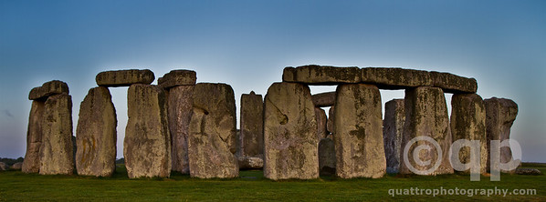 STONEHENGE EARLY MORNING