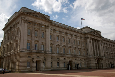 Side profile of the Buckingham Palace in Westminster, England