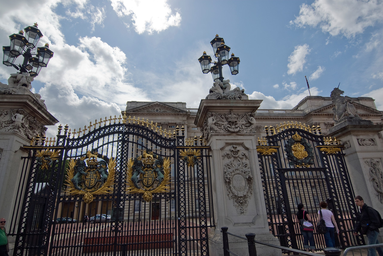 Tall gates in front of the Buckingham Palace in Westminster, England