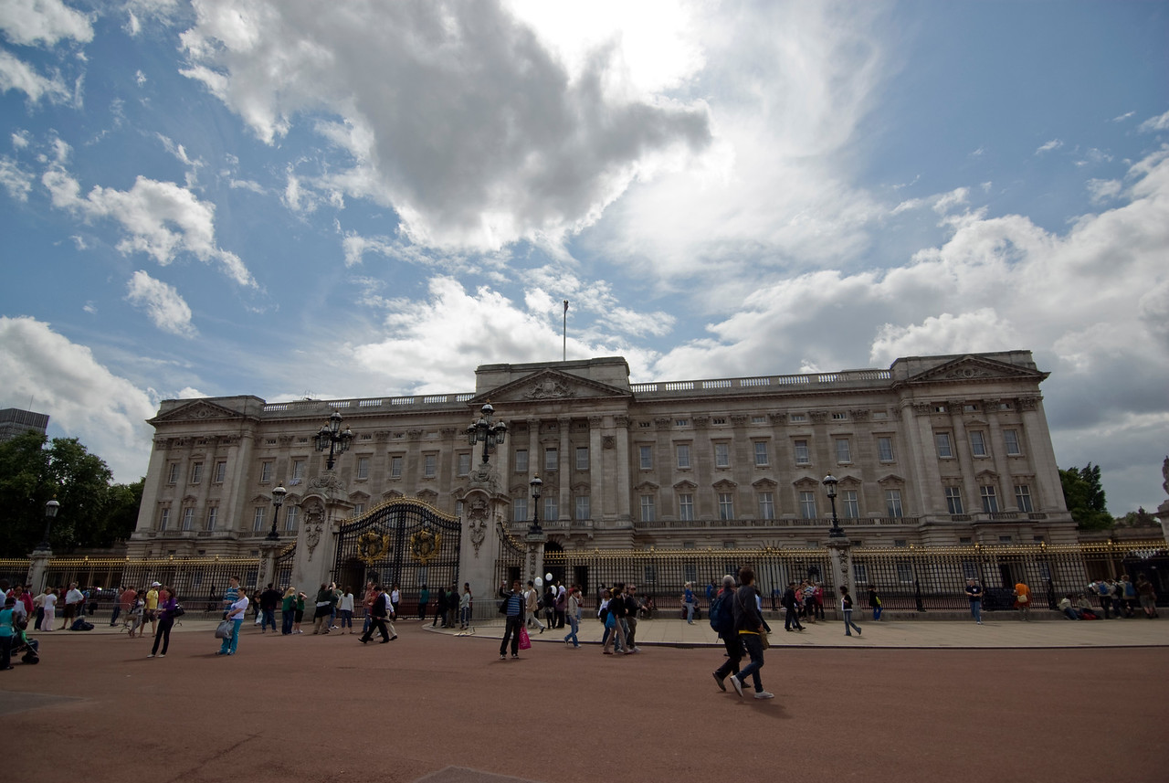 The Buckingham Palace from the Trafalgar Square - Westminster, England