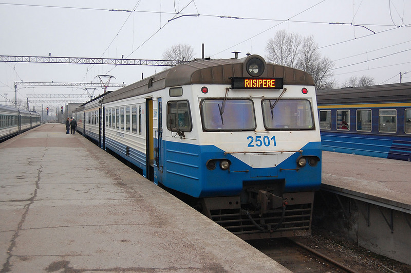 2501 at  Tallinn with a service to Riisipere.