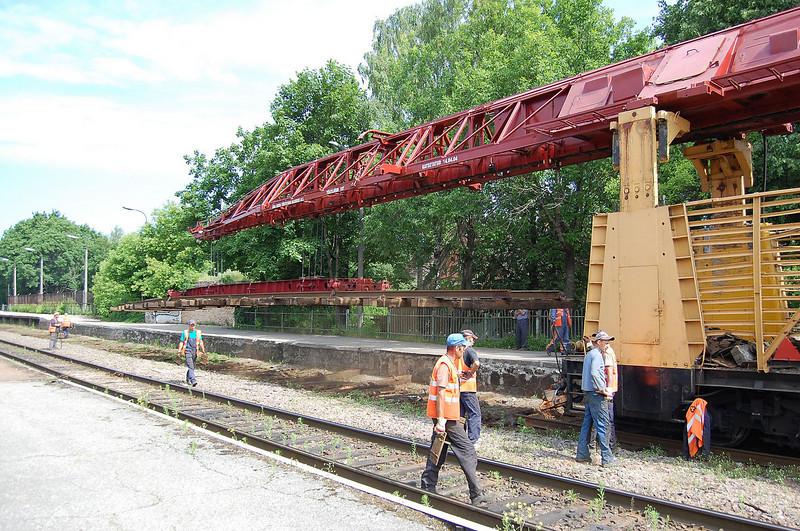 Lifting of old track at Tartu.