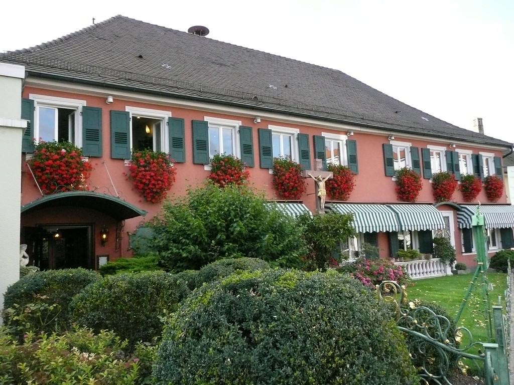 """The Hotel ERBPRINZ:   <a href=""""http://www.erbprinz.de"""">http://www.erbprinz.de</a>    it was very nice and not expensive, I'd go back again."""