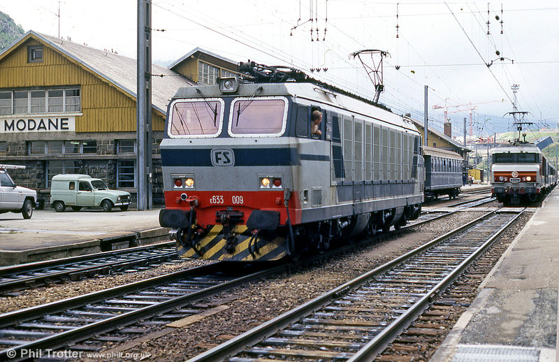 FS 633 009 prepares to take over an Italy-bound train from SNCF motive power at Modane in August 1988.