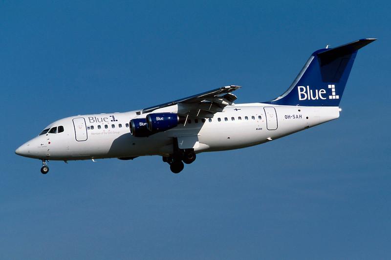 "OH-SAH BAe 146-RJ85 ""Blue 1"" c/n E2383 Brussels/EBBR/BRU 23-04-04 (35mm slide)"