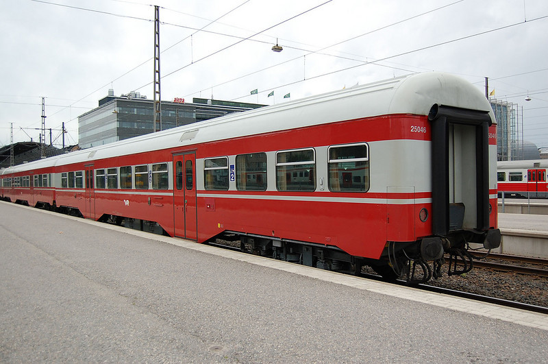 2nd class car 25046 at Helsinki.