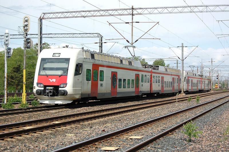 Two Sm4 EMUs near Helsinki.