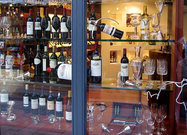 Store window in Saint-Émilion