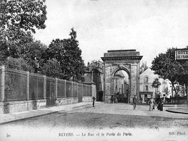 La Rue et la Porte de Paris