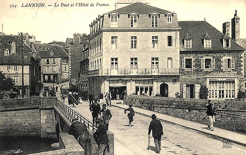 Le Pont et l'Hôtel de France